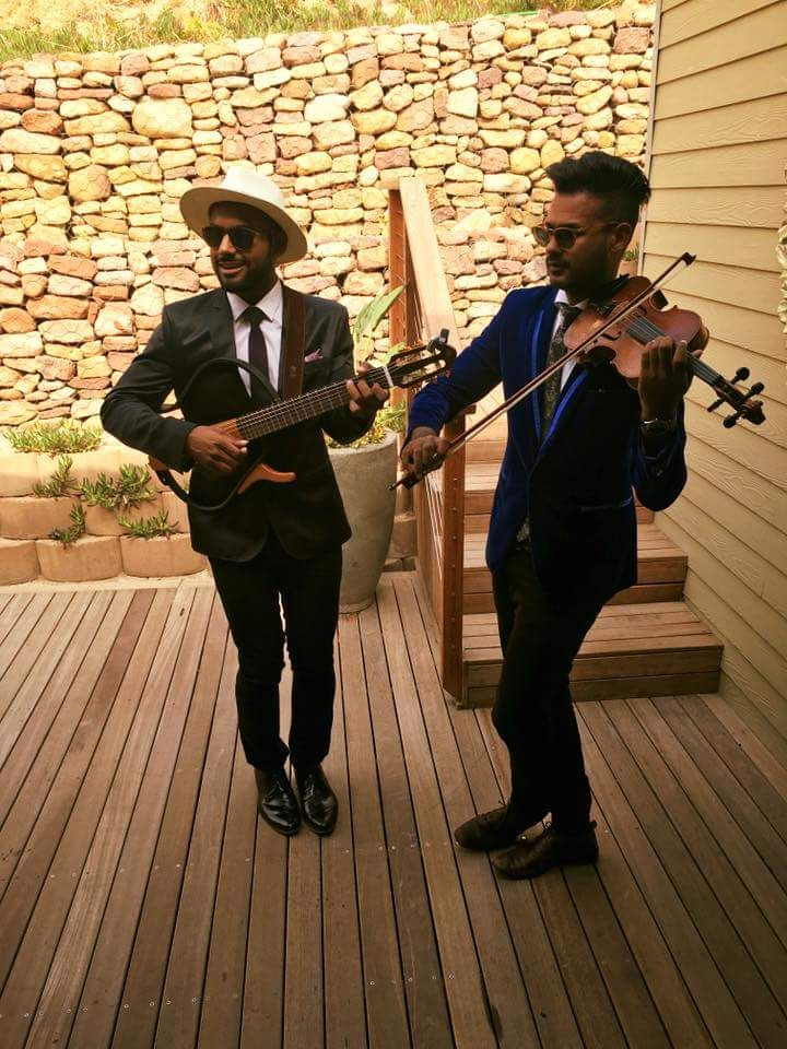 Acoustic Element entertain guests at a wedding